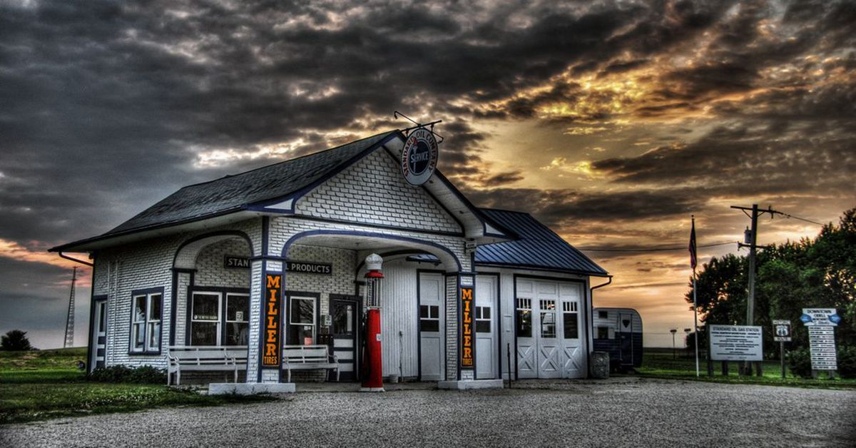 31 Pictures Of Abandoned Gas Stations From Yesteryear Hotcars