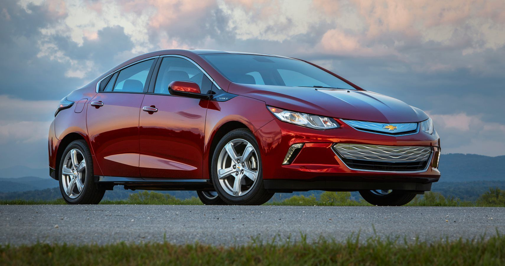 Gm President Says Plug In Hybrids Are Done Thinks Full Evs Are The Way