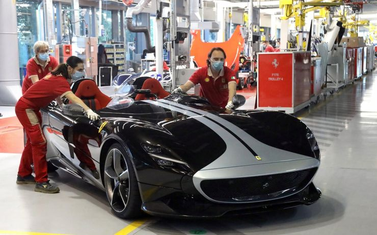 10 Rules Every Ferrari Employee Has To Follow Hotcars