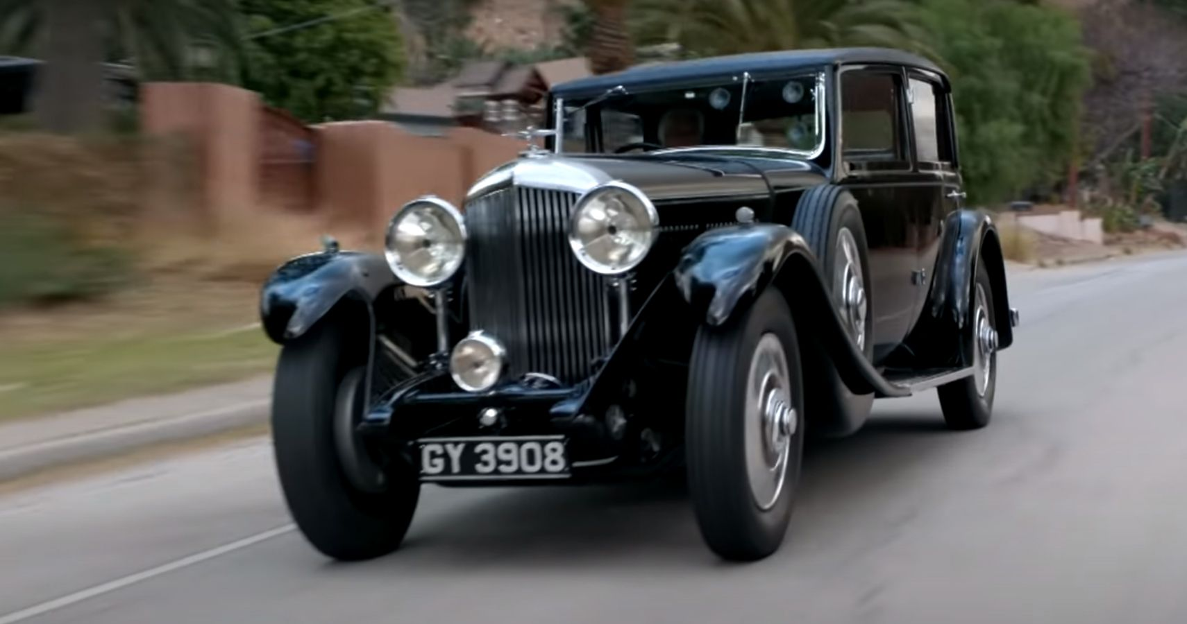 Jay Leno's 1931 Bentley Used To Be A Chicken Coop | HotCars
