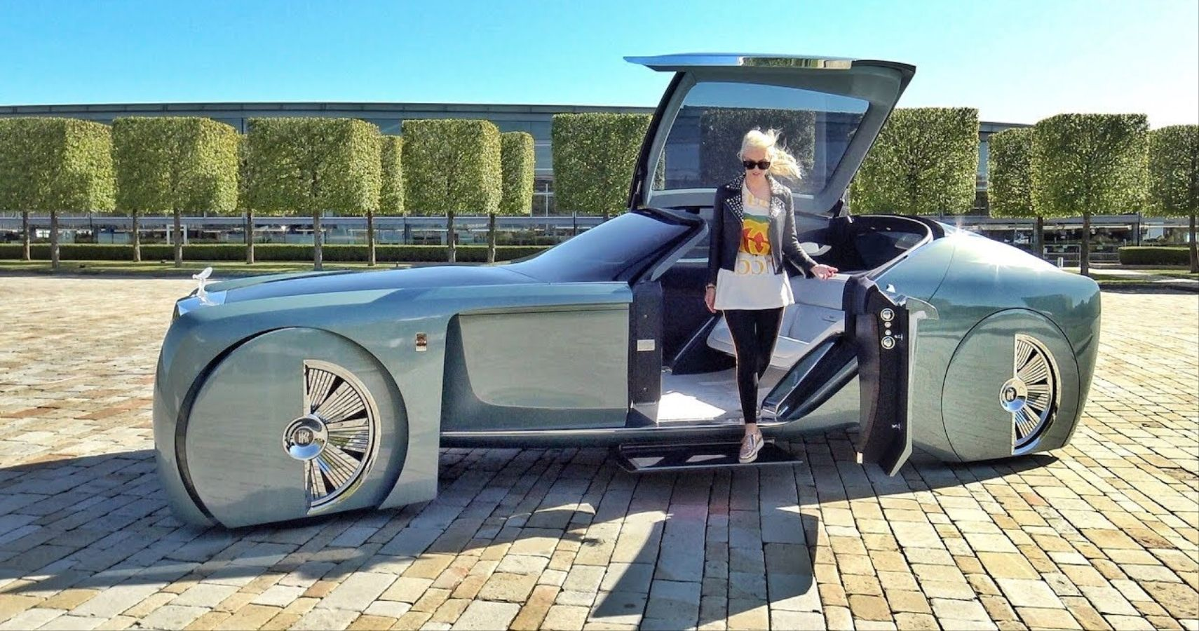 """Rolls-Royce Skips Hybrids With Electric """"Silent Shadow"""" On The Horizon"""