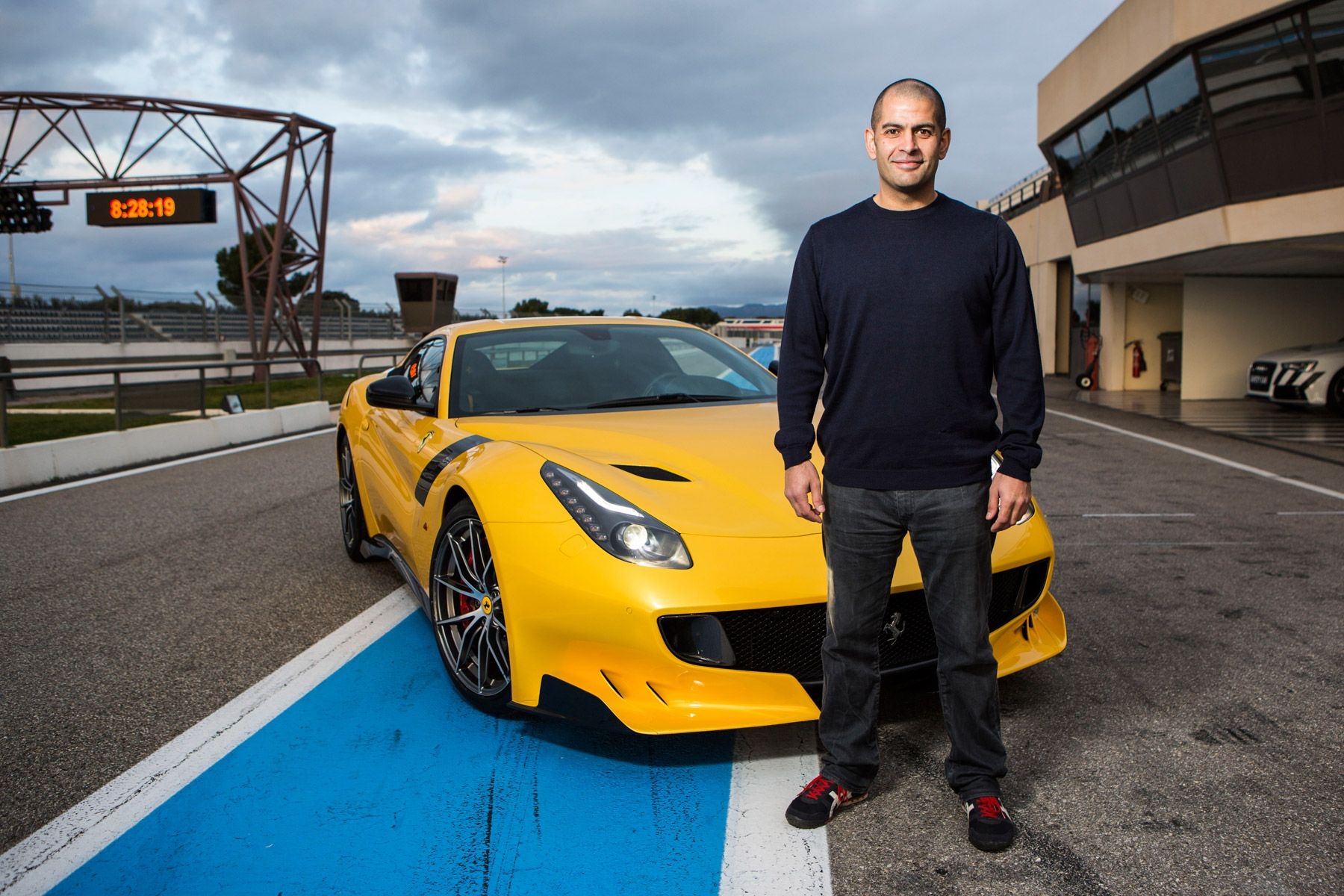 9 Facts About Top Gear Host Chris Harris | HotCars