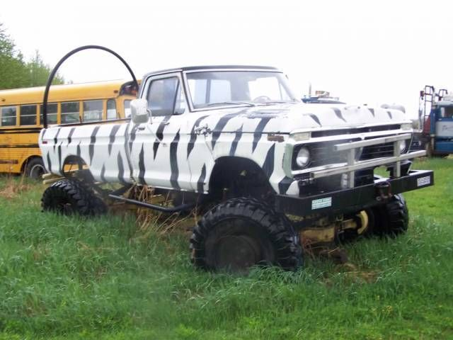 People Discovered These Badass Modified Classic Pickups Abandoned