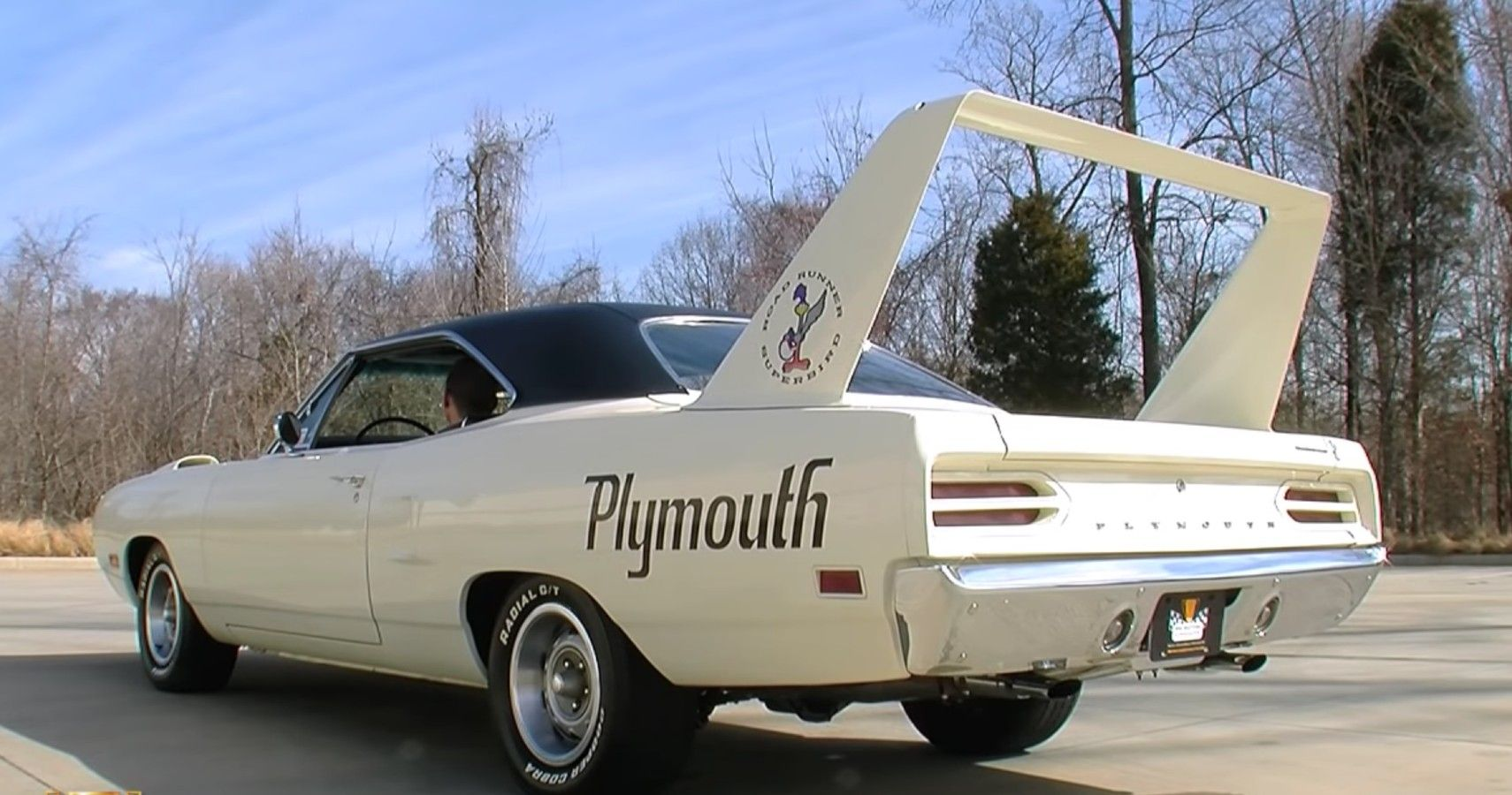 Two Plymouth Superbirds Can't Resist Drag Racing After Turning Up Only For Show