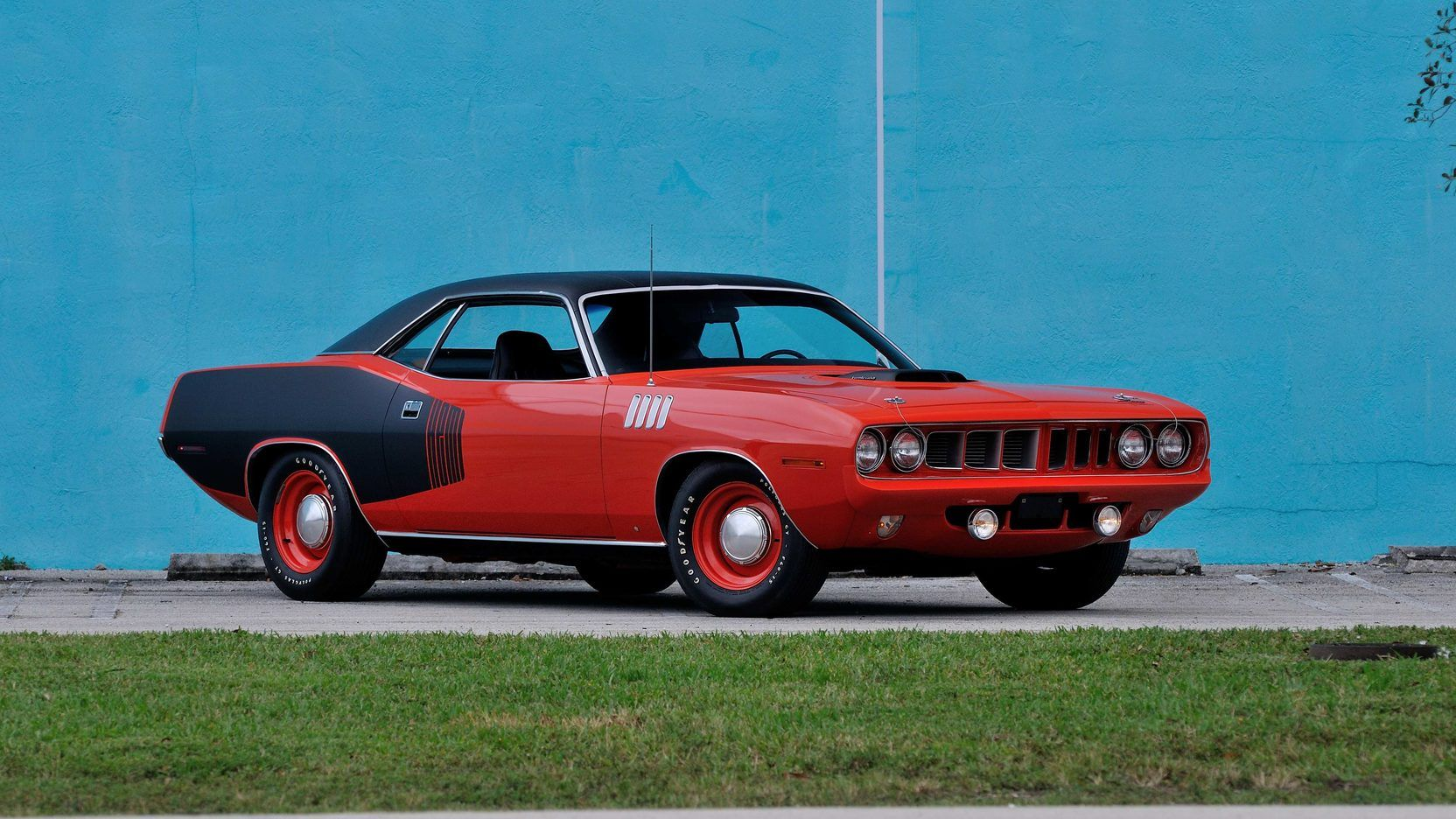 These Are The 10 Most Desirable Classic Muscle Cars From The 1960s And 70s