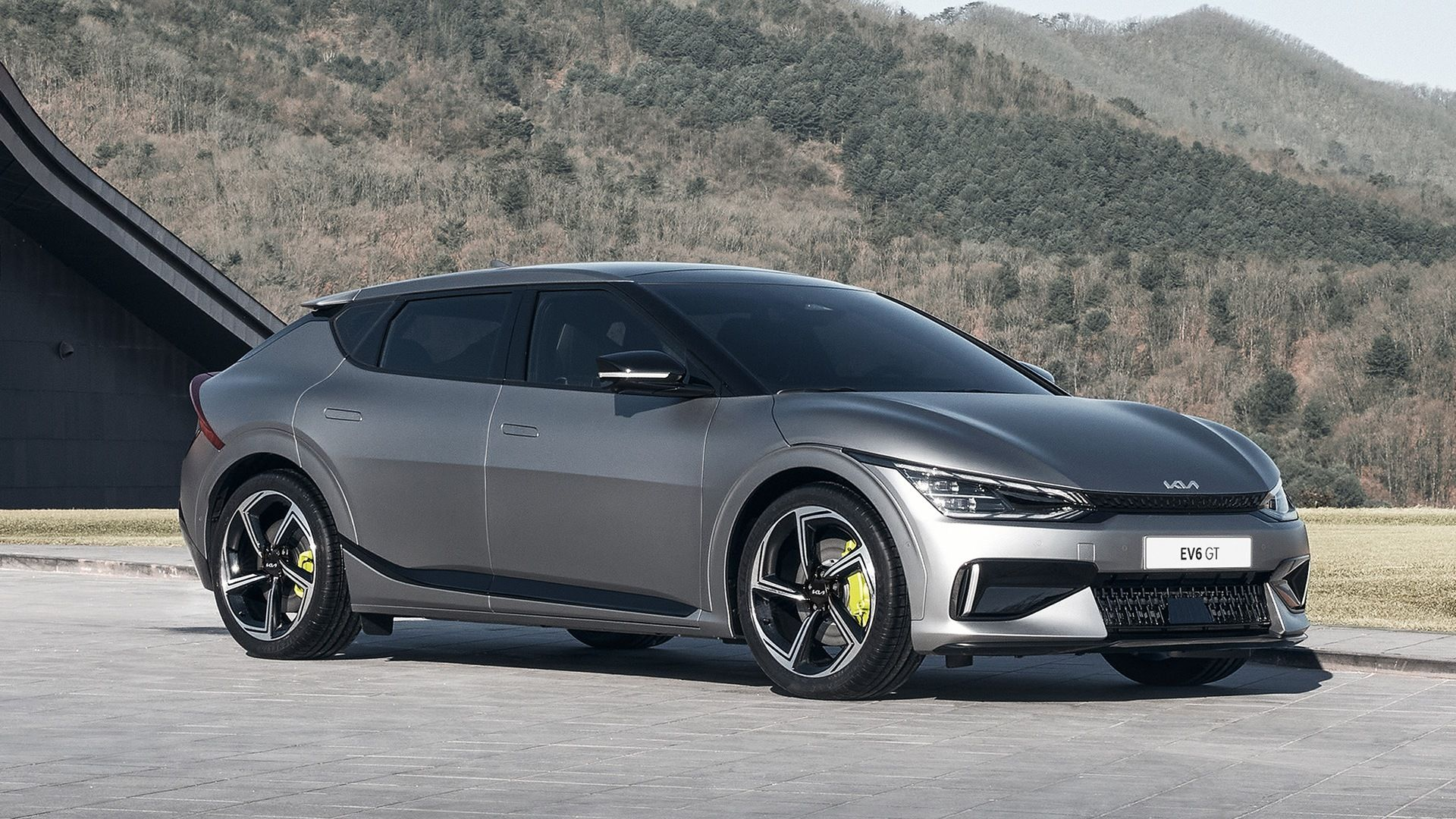 Here's How The 2022 Kia EV6 Might Be A Better Buy Than The Ford Mustang Mach-E