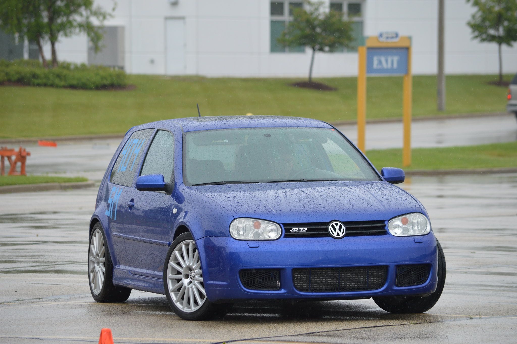 Here's What The 2004 Volkswagen R32 Costs Today